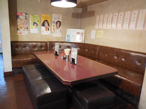 写真4:店内(テーブル)