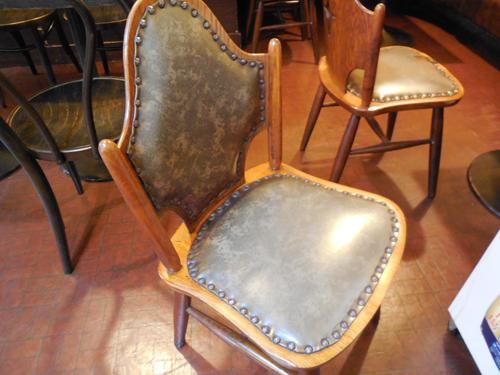 写真6:味のある椅子①