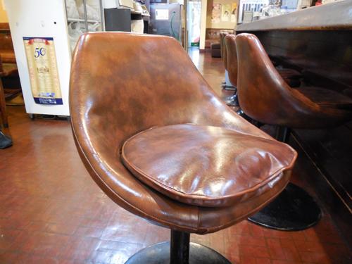 写真7:味のある椅子②